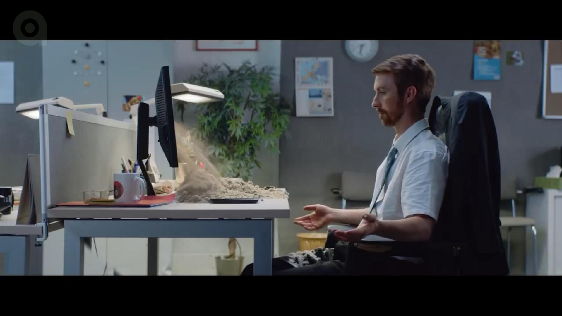 تیزر تبلیغاتی برگرکینگ: هوپر خارج از دفترکار
