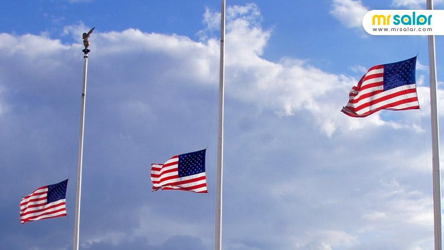 پرچم آمریکا در حالت نیمه برافراشته